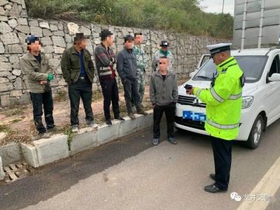 龙井交警大队查获一起面包车超员违法行为