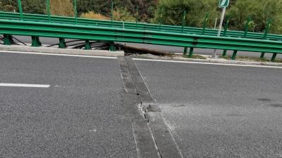 网友质疑:高速路面损坏直接导致车损只能认栽吗