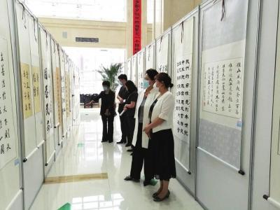 图片新闻:延边州法院举办书法美术摄影展