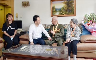 景俊海在长春走访慰问抗战老战士