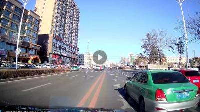 珲春市出租车太疯狂,无视交通法规