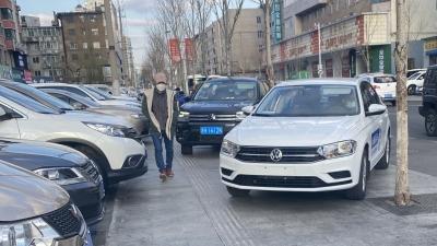 延吉:学校附近全是车,学生咋走?