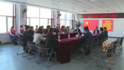 【视频新闻】省委宣讲团成员与街道社区草根宣讲员代表进行交流座谈