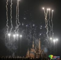화려한 불꽃놀이, 상해 디즈니랜드 아름답게 밝혀