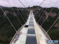장가계 대협곡 유리교, 유리 설치 완료