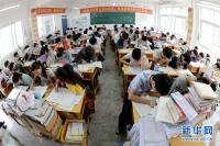 중국 최고 진학률 자랑하는 고등학교에서 공부하는 학생들