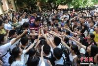 중경 육재중학교 교원 수험생들을 위해 금일봉 발급