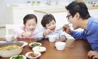 부모와 잦은 식사, 자녀 식습관-정서 큰 도움