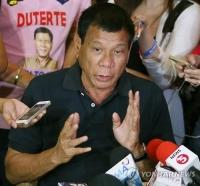 두테르테에 겁먹은 필리핀 마약범 자수행렬