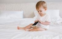 유아 시력저하 원인, 떼쓴다고 스마트폰 주지 마세요