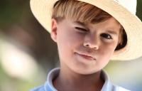 이유 없이 눈 깜박이는 아이, 틱장애 증상과 치료법은?