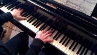 프랑스 기차역에 피아노 100대나?