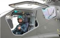 중국 녀군의 힘,공격형 헬기 첫 녀성조종사 탄생