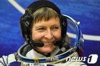 우주서 57세 맞는 최고령 녀성 비행사 윗슨, 또 ISS 향발