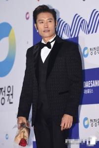 제37회 한국 청룡영화제 페막, 리병헌 김민희 남녀주연상 획득