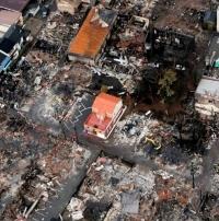 집 150여 채 전소한 화재에 기적처럼 멀쩡한 집 한채