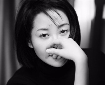 49세 허청, SNS에 일상 사진 공개해 시선 집중