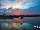 고촌(古村) 어선 구름 속으로 쏘옥…호수와 하늘이 어우러진 비경 항공촬영