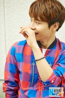 '따뜻한 미소년 오빠' 마천우, 체크무늬 상의+매력적인 미소