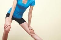 무릎에서 나는 '뚝' 소리… 관절 질환 신호일까 아닐까?