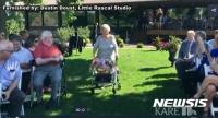 92세 미국 할머니, 손녀 결혼식에 화동으로 등장
