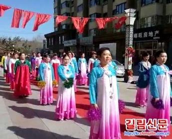 백산시 조선족촌민들 춤과 노래로 19차 당대회 맞이