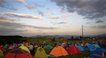 중조변경 압록강변서 5천명 캠핑족 야외 취침