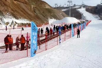 겨울스포츠의 꽃-스키, 연변지역 스키장 개장 및 스키장에서 안전하게 즐기는 방법
